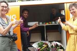 Bus vol Waardering voor 2 vrijwilligers van Atrium