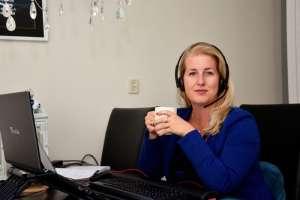 Luisterend oor door heel het land vanuit woonkamer in Delfzijl