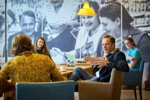 Collega's delen zorgen over coronavirus met minister De Jonge