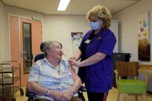 Coronavaccinatie voor bewoners gestart -
