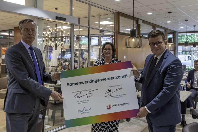 Polikliniek Kralingen officieel geopend door Tamara van Ark, demissionair minister voor Medische Zorg en Sport