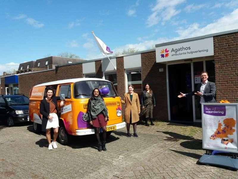 Bus vol waardering bij nieuw kantoor in Rijssen